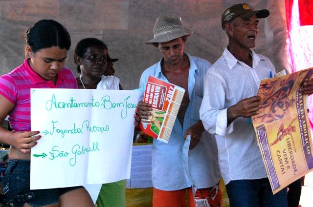 Grupo do acampamento Bom Jesus narra sua história Crédito: Arquivo Repórter Brasil